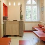 Tutaj klienci czekają na wizytę u stomatologa w Opolu